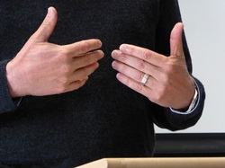 public-speaking-hand-gestures-3